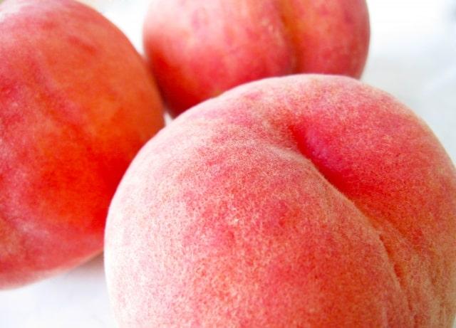 桃の毛が刺さって痛い!取り方は?皮ごと食べる時の注意点